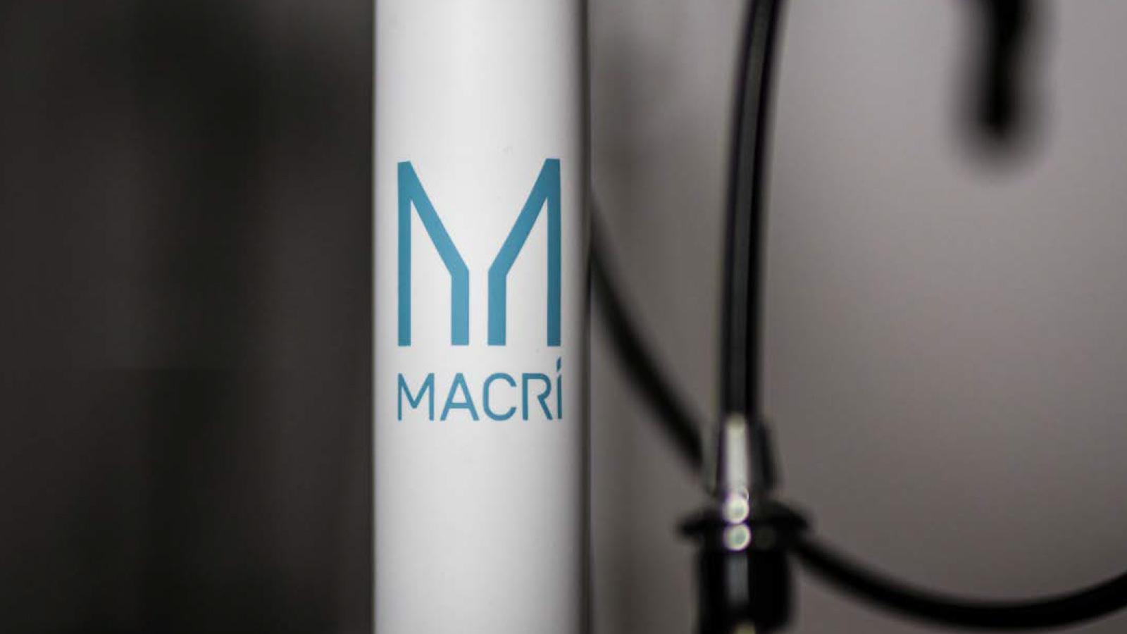 macri-bicicletta-muro-anteprima